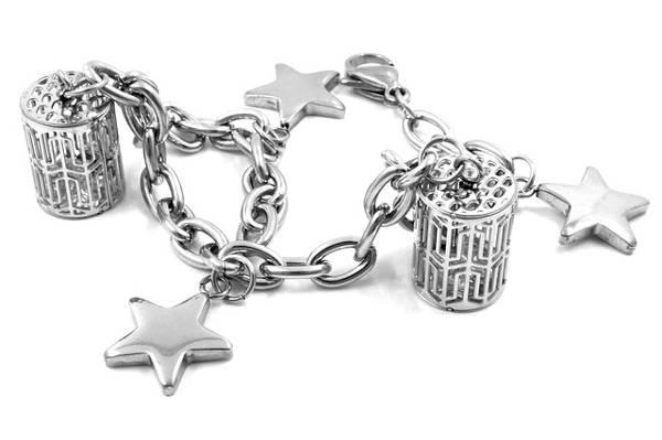 ocelový šperk na ruku